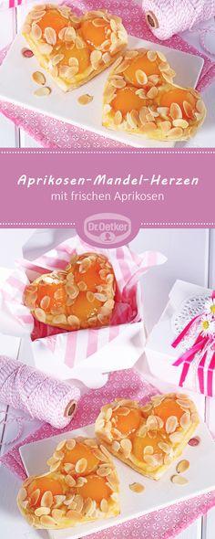 Aprikosen-Mandel-Herzen: Kleine Hefe-Teilchen mit frischen Aprikosen und Mandeln
