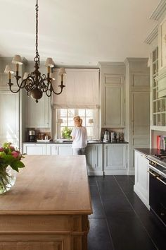 greige: interior design ideas and inspiration for the transitional home : Grey and natural in the kitchen..