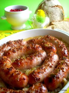 Smaczna Pyza - Sprawdzone przepisy kulinarne: Biała kiełbasa pieczona - z cebulą, musztardą i piwem Pork Recipes, Cooking Recipes, Musaka, Food Packaging Design, Coffee Packaging, Bottle Packaging, Kielbasa, Best Food Ever, Food Design