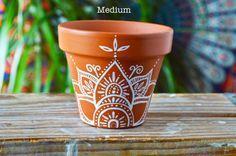 60 Ideas wedding favors boho for 2019 Flower Pot Art, Flower Pot Design, Flower Pot Crafts, Clay Pot Crafts, Painted Plant Pots, Painted Flower Pots, Painted Pebbles, Hand Painted, Pottery Painting Designs