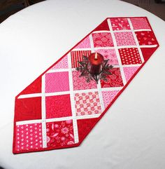 Valentines Day Table Runner Quilt By Deb Strain For Moda   Surrounded By  Love In Pink