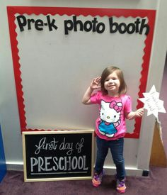 First day of school picture idea for teachers/new students. We should make one of these in the front entry of the school so that parents can take a photo. Back To School Night, 1st Day Of School, Beginning Of The School Year, School Fun, Preschool Bulletin Boards, Preschool Classroom, Preschool Parent Board, September Bulletin Boards, Preschool Supplies