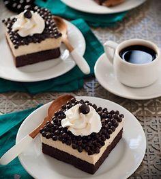 ¡Un postre brownie en dos capas deliciosas! ¿Qué te parece?