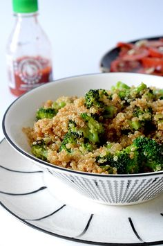 ^^ This sauteed quinoa and broccoli is perfect, - Dieta Vegetariana Vegetarian Veggie Recipes, Lunch Recipes, Vegetarian Recipes, Healthy Recipes, Clean Eating, Healthy Eating, Healthy Snacks To Make, Super Rapido, Superfood