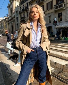 Elsa Hosk Street Style in a Narrow Yellow Tan Knee High Boots Out And About in Milan, Autumn Winter Nike Street Style, Street Style Summer, Casual Street Style, Street Style Women, Elsa Hosk, Model Outfits, Cute Outfits, Fashion Outfits, Fashion Fashion