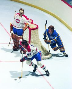 Serge Savard skating the puck out of his end. Dryden as casual as can be Hockey Goalie, Hockey Teams, Ice Hockey, Vancouver Canucks, Montreal Canadiens, Hockey Highlights, Ken Dryden, Hockey Pictures, Nfl Fans