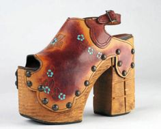 Clunky hippie shoes--vintage versions of a pair i own that was recently redesigned LP 70s Shoes, Me Too Shoes, Funky Shoes, Women's Shoes, Vintage Shoes, Vintage Outfits, Clogs, Hippie Shoes, Boho Shoes