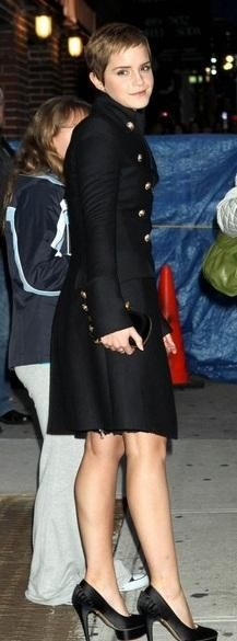 Who made Emma Watson's black skull clutch, gold button jacket and black satin pumps that she wore in New York? Purse – Alexander McQueen  Shoes – Charlotte Olympia  Jacket – Burberry