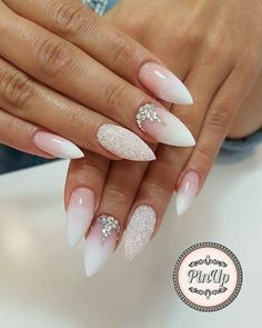 Semi-permanent varnish, false nails, patches: which manicure to choose? - My Nails Wedding Nails For Bride, Bride Nails, Wedding Nails Design, Lilac Wedding, Cute Nails, Pretty Nails, My Nails, Nail Art Designs, Nail Design