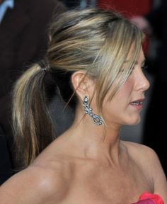 Google Image Result for http://pophaircuts.com/wp-content/uploads/2011/11/2012-Ponytail-Hairstyles-for-Long-Hair1.jpg