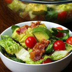 Bacon, Lettuce, Tomato, and Avocado Salad. Veggie bacon can be substituted for real bacon. Bacon Lettuce Tomato Salad, Blt Salad, Avocado Salad Recipes, Salad Recipes Video, Bacon Avocado, Avocado Salat, Tasty Videos, Food Videos, Food Blogs