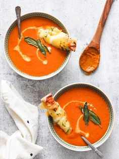 The Best Roasted Tomato Soup - Clean Foodie Cravings Roasted Tomato Soup, Roasted Squash, Roasted Tomatoes, Paleo Whole 30, Whole 30 Recipes, Cherry Tomatoes, Quick Easy Meals, Soup Recipes, Cravings