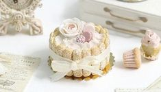 Gorgeous-HANDSCULPTED-Dollhouse-1-12-Miniature-Pink-Rose-Macaron-Cake-Pastry