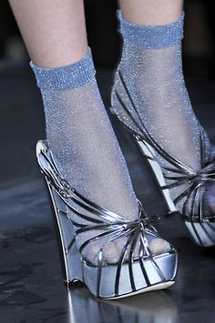 ♥ the shoes, can't say that I'm too crazy about those socks...