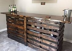 Recycled Pallet Wine Bar From Wooden Pallets -- 50 Classic Ideas for Your Pallet Furniture Projects - Recycling wooden pallet into wonderful furnishings not only saves your money but also makes your house look amazing. Palet Bar, Pallet Bar Plans, Wooden Pallet Bar, Wooden Pallet Furniture, Bar Furniture, Wooden Diy, Furniture Projects, Pallet Couch, Furniture Online