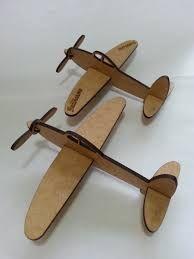 Resultado de imagem para aviao de madeira