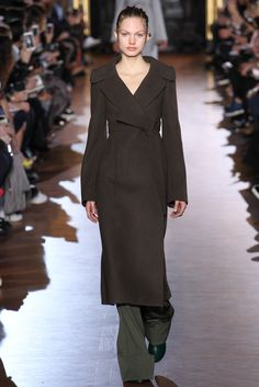 Stella McCartney Fall 2015 Ready-to-Wear - Collection, Look 3. Great coat, in a collection of lovely coats.