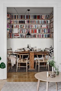 my scandinavian home: 7 Small Space Tricks To Learn From A Light-Filled Stockhol. my scandinavian home: 7 Small Space Tricks To Learn From A Light-Filled Stockholm Family Home Small Space Kitchen, Small Dining, Small Spaces, Small Kitchens, Small Bathrooms, Small Space Design, Tiny House Loft, Sweet Home, Design Apartment