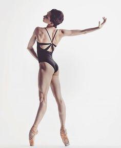 Para los que dicen que le ballet no es deporte, miren bien y verán que el cuerpo de una bailarina es  total perfección