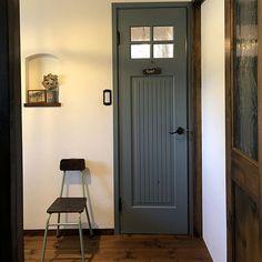 家族の、バス/トイレ/ドア/注文住宅/リメ缶/アンティーク/照明についてのインテリア実例。 「我が家のトイレのドア...」 (2019-05-21 15:13:18に共有されました) Tall Cabinet Storage, Doors, Furniture, Home Decor, Puertas, Interior Design, Home Interior Design, Arredamento, Home Decoration