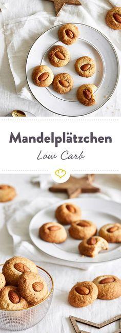 Mandelplätzchen ohne Mandeln, das geht natürlich nicht. Ohne Zucker hingegen machen sich die selbstgebackenen Plätzchen-Klassiker perfekt in der Keksdose.