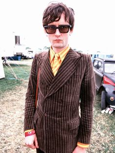 The 50 Most Stylish Musicians of the Last 50 Years Jarvis Cocker - Pulp's master of Britpop wore suits when he didn't have to. Pulp Band, Trashed Jeans, Jarvis Cocker, Robbie Robertson, Pork Pie Hat, Skinny Suits, Britpop, Pop Fashion, Fashion 2015