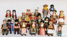 PlaymoGREEK:Ο βασιλιάς Όθωνας, η βασίλισσα Αμαλία, μια φορεσιά από την Κέρκυρα, τρεις διαφορετικές Καραγκούνες της Θεσσαλίας,φορεσιά Σαρακατσάνας Έβρου, φορεσιά από την Καρωτή Έβρου, την ανατολική Ρωμυλία, την Σκόπελο, Αστυπάλαια, Κάρπαθο, τσολιάς από το Μοναστηράκι Δράμας, Γενίτσαρος και Μπούλα, δύο αποκριάτικα δρώμενα με κουδουνοφόρους από τον Σοχό και το Φλάμπουρο, φορεσιά της Πυλαίας, της Επισκοπής, το Ρουμλούκι, Βλάχα Σερρών, Αρβανίτισσα, ένας Κρητικό, μία κοπέλα από τα Μέγαρα. Folk Dance, Greece, Mickey Mouse, Disney Characters, Fictional Characters, Culture, Costumes, Traditional, History
