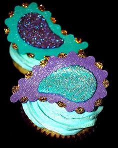 peacock/paisley cupcakes