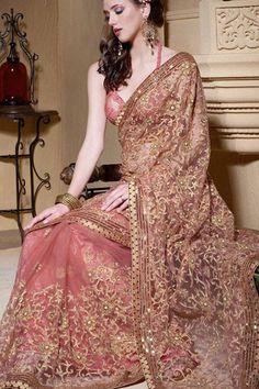 Un #sari pour #robedemariee . Vieux de 2100 ans il a traversé les époques et restent le vêtement traditionnel des #mariees #indiennes qui sont les seules à pouvoir le porter.