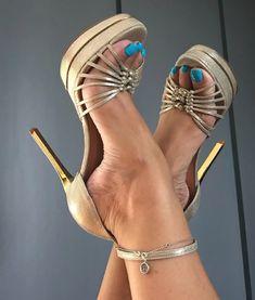Sexy Legs And Heels, Hot High Heels, High Heel Boots, High Heel Pumps, Sexy Feet, Stilettos, Beautiful Heels, Gorgeous Feet, Stylish Boots