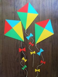 Pipa decorativa com rabiola totalmente artesanal. Ideal para usar na decoração. Papel de alta gramatura. Tamanho da pipa: 30cm + a rabiola Pedido mínimo: 2 pipas Valor individual. Summer Crafts, Diy And Crafts, Crafts For Kids, Arts And Crafts, Kites For Kids, Art For Kids, Toilet Paper Roll Crafts, Paper Crafts, Diy Paper