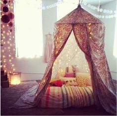 Canopy reading area / make believe tent for kids / meditation area - so many…