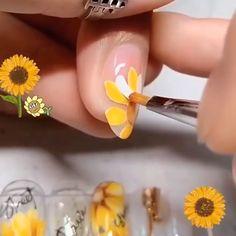 Sunflower Nail Design - This nail design looks so realistic 🌻😍 Credits: - Bling Nail Art, Red Nail Art, Foil Nail Art, Stiletto Nail Art, Pedicure Nail Art, Daisy Nail Art, Yellow Nail Art, White Nail, Art Nails