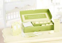 Kit Presente Natura Mamãe e Bebê - 20 Minissabonetes + 20 Caixinhas + 20 Fitinhas + 20 Adesivos