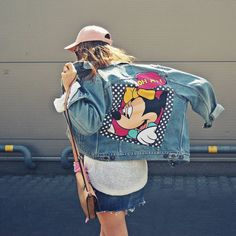 diy your clothes patches Painted Denim Jacket, Painted Jeans, Painted Clothes, Disney Outfits, New Outfits, Cute Outfits, Fashion Outfits, Modest Outfits, Skirt Outfits