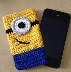 Handysocken - Handysocke Minion gehäkelt - ein Designerstück von HaekelLust bei DaWanda