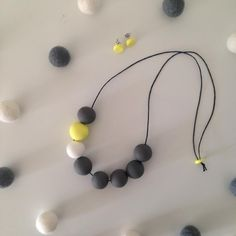 These beads have all been handmade and rolled by myself, no two beads are the same. The neck-lace drop is about 37cm, you can adjust this length if you would prefer it shorter. We can customise this necklace if you would prefer in a diffferent colour.