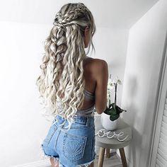 nice Красивые прически на кудри (50 фото) — Укладки на средние и длинные волосы 2017 Читай больше http://avrorra.com/krasivye-pricheski-na-kudri-foto/