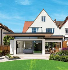 Inspired by the Australian lifestyle, the Johnsons renovated their house in south London and added a super-contemporary extension 1930s House Extension, House Extension Plans, House Extension Design, Extension Designs, Extension Ideas, Rear Extension, Bungalow Extensions, House Extensions, Bungalow Haus Design