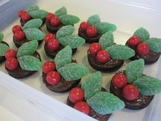 Cassadiva: Christmas Cooking - Holly & Berry Oreos