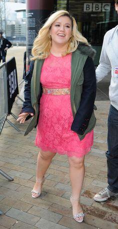 """Kelly Clarkson is pretty pink for BBC Breakfast appearance (x) "" Kelly Clarkson Wedding, Shawn Mendes Taylor Swift, Maranda Lambert, Shane Filan, Rachel Platten, Jason Mraz, Christina Perri, Beautiful Goddess, Alan Walker"