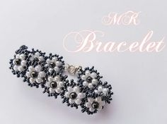 How to make a beautiful and easy pearl bracelet- flat spiral stitch Beaded Bracelets Tutorial, Seed Bead Bracelets, Seed Bead Tutorials, Beading Tutorials, Bead Jewellery, Seed Bead Jewelry, Beaded Jewelry Patterns, Beading Patterns, Flower Bracelet