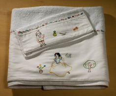 Snow White set 2 baby towels bath and hand by babysdreamfairytales Towel Girl, Baby Towel, Unique Christmas Gifts, Unique Gifts, Newborn Gifts, Baby Gifts, Baby Bathroom, Snow White Disney, Theme Bedrooms