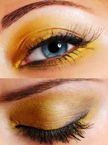 Pictures : Eye Makeup Ideas - Purple and Black Eye Makeup Look
