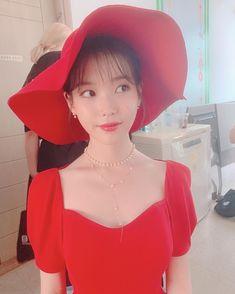 Image may contain: one or more people and hat Fashion In, Korean Fashion, Fashion Trends, Fashion Ideas, Iu Twitter, Sulli, Just Girl Things, Korean Artist, Female Singers