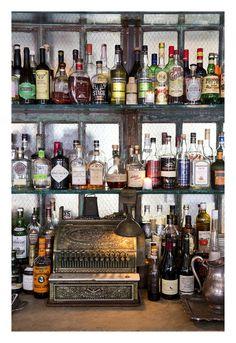 Bar Brooklyn Maison Premiere http://www.vogue.fr/voyages/adresses/diaporama/guide-des-meilleures-adresses-new-york-htels-restaurants-boutiques-bars-muses/22382#guide-des-meilleures-adresses-new-york-htels-restaurants-boutiques-bars-muses-5