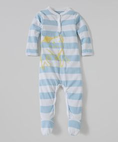 All-natural organic cotton and rustic style come together for this delightful footie. Featuring a breezy button collar, easy-on snaps and a sweet print, it's all Baby needs for a comfortable, snazzy strut.