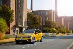 Nowy Volkswagen Golf już za 66 990 zł https://www.moj-samochod.pl/Nowosci-motoryzacyjne/Nowy-Volkswagen-Golf-juz-od-66-990-zl #VWGolf #nowyGolf #VW #Volkswagen @Volkswagen