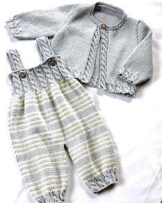 Guardapolvos del bebé con la detallada por cable blusa y suéter que empareja - P037