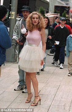 Actrice et les chaussures concepteur Sarah Jessica Parker alias 'de Sex in the City' de TV Carrie Bradshaw dans son costume emblématique